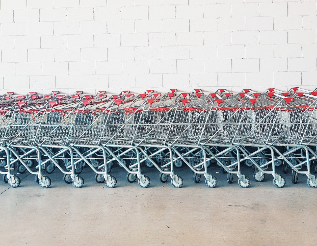 Discover ten ways to reduce basket abandonment in eCommerce.